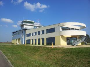 Venez visiter notre boutique physique  AEROSHOPPY au 1er étage de la tour de contrôle de l'aérodrome de CHAMBLEY (LFJY)